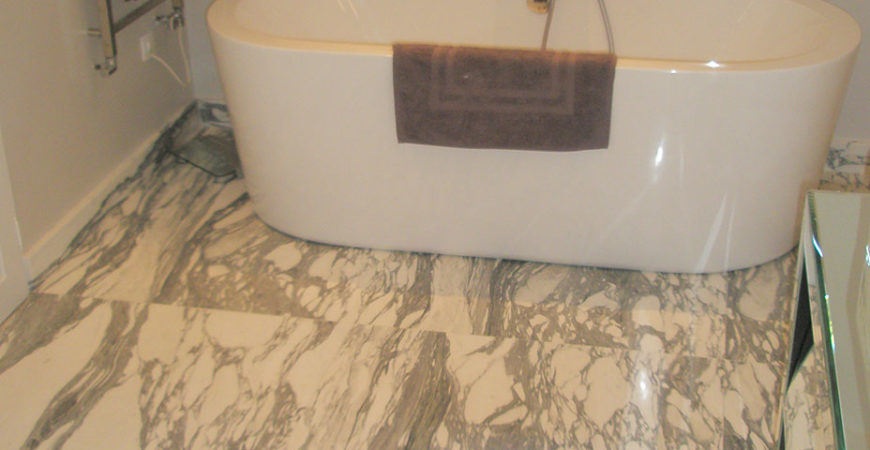 Ванная комната из мрамора Арабескато