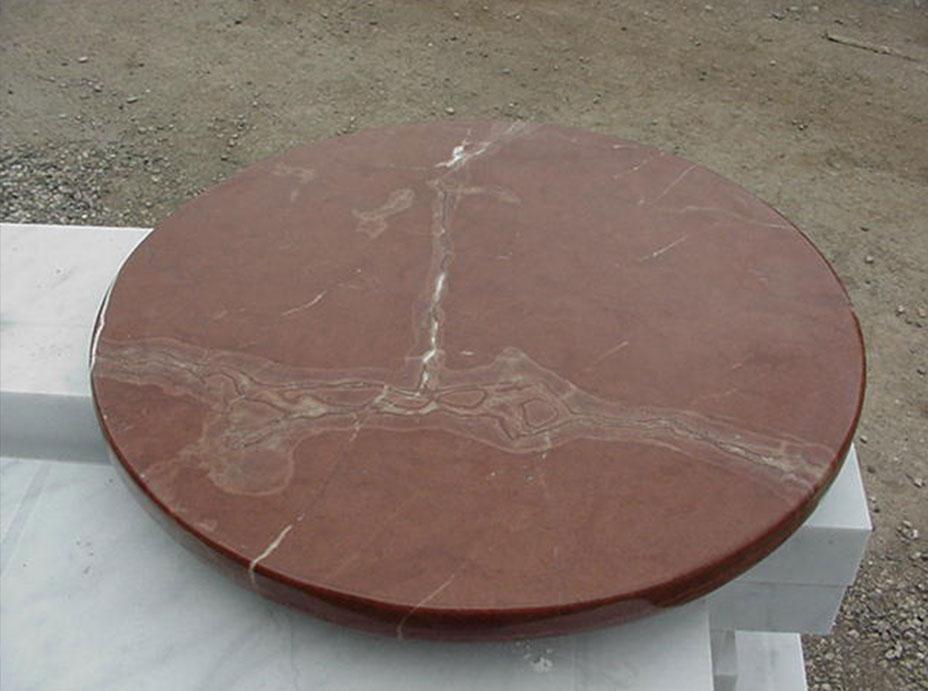 Круглый мраморный стол