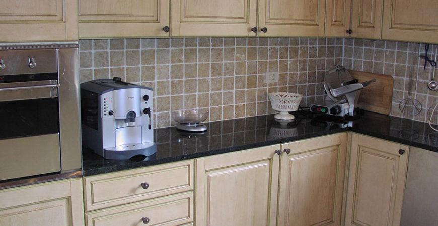 Кухонная столешница из зеленого гранита Green Ubatuba