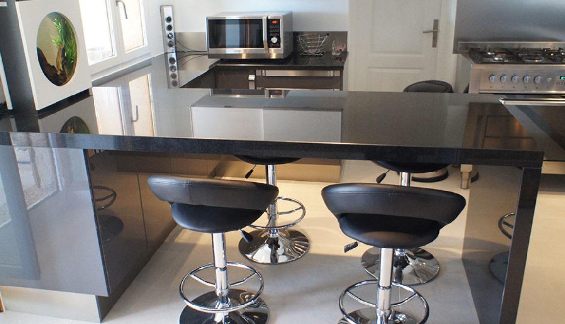 Кухонная столешница из черного гранита