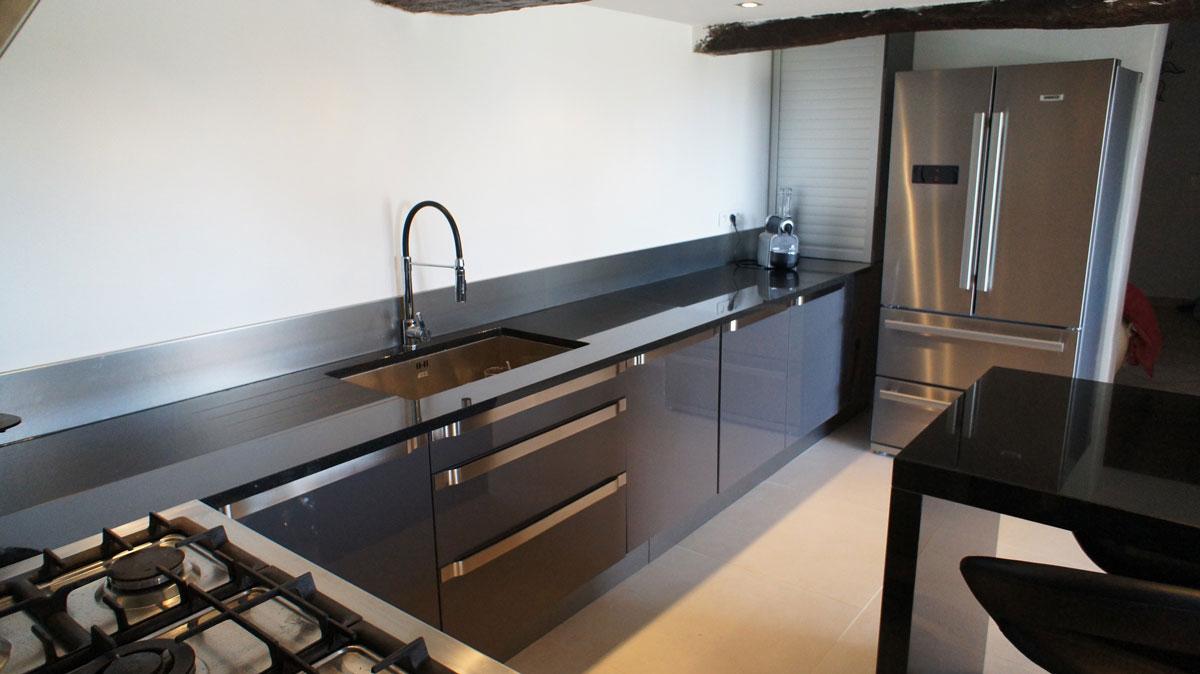 Кухонная столешница из черного гранита1