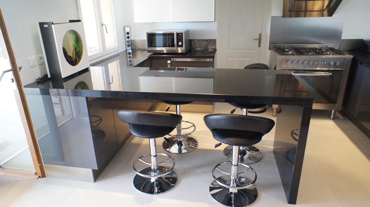 Кухонная столешница из черного гранита3