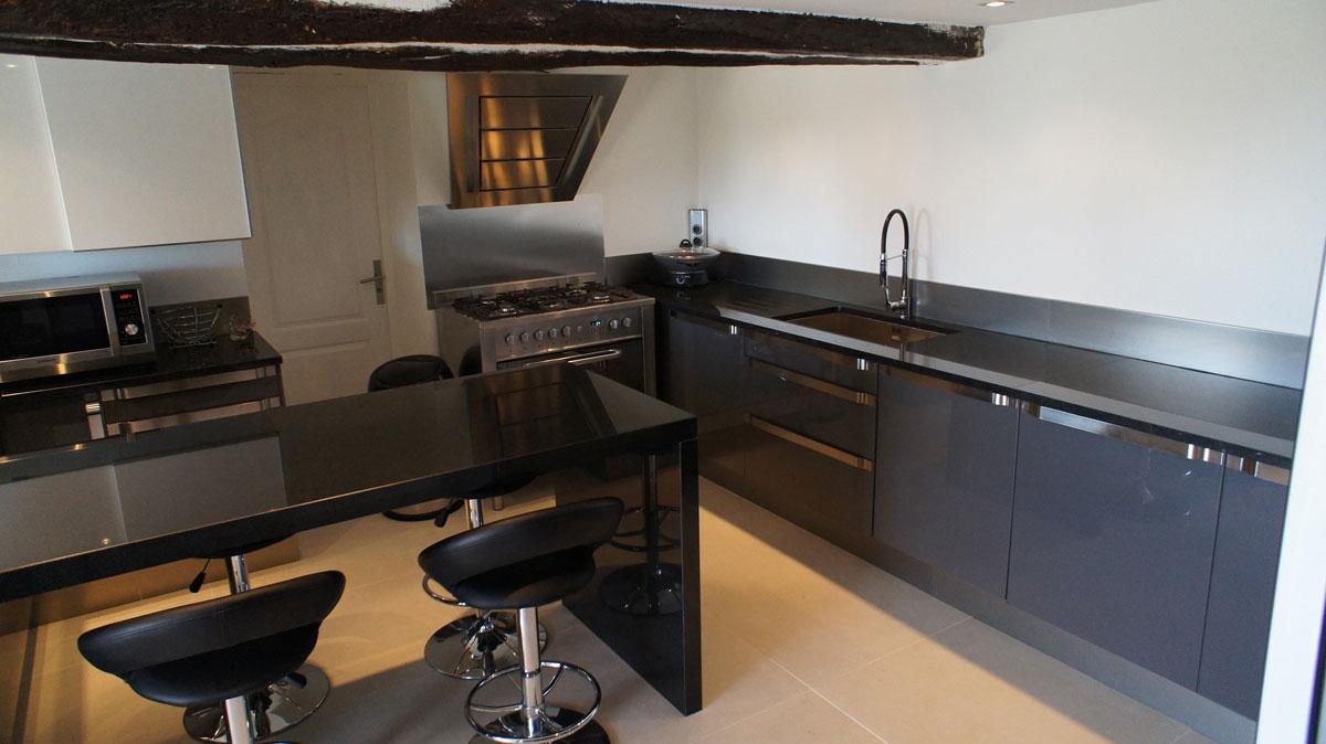 Кухонная столешница из черного гранита4