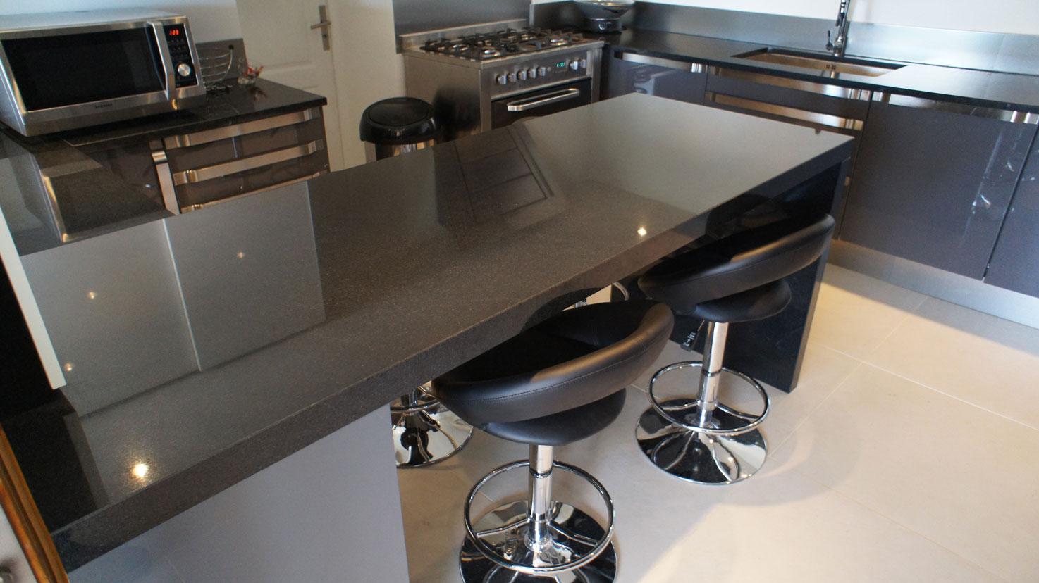 Кухонная столешница из черного гранита5