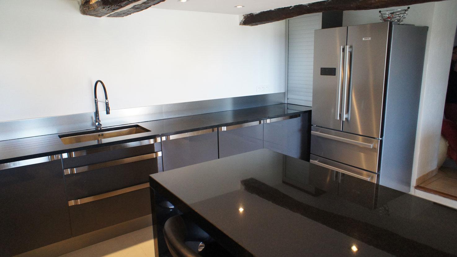 Кухонная столешница из черного гранита9