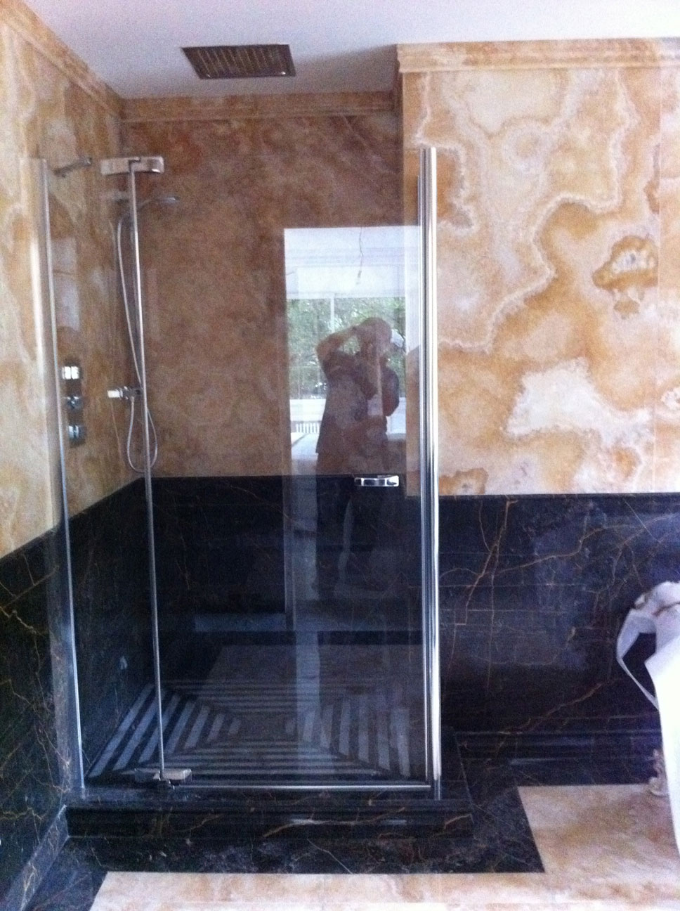 Bathroom in Gold Onyx and Port St Laurent Marble5