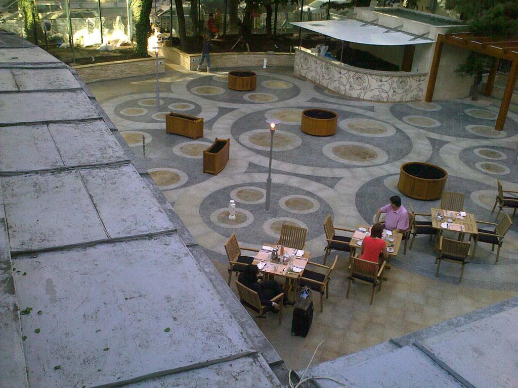 Carrelage-en-Granit-pour-la-terrasse-Hilton-1