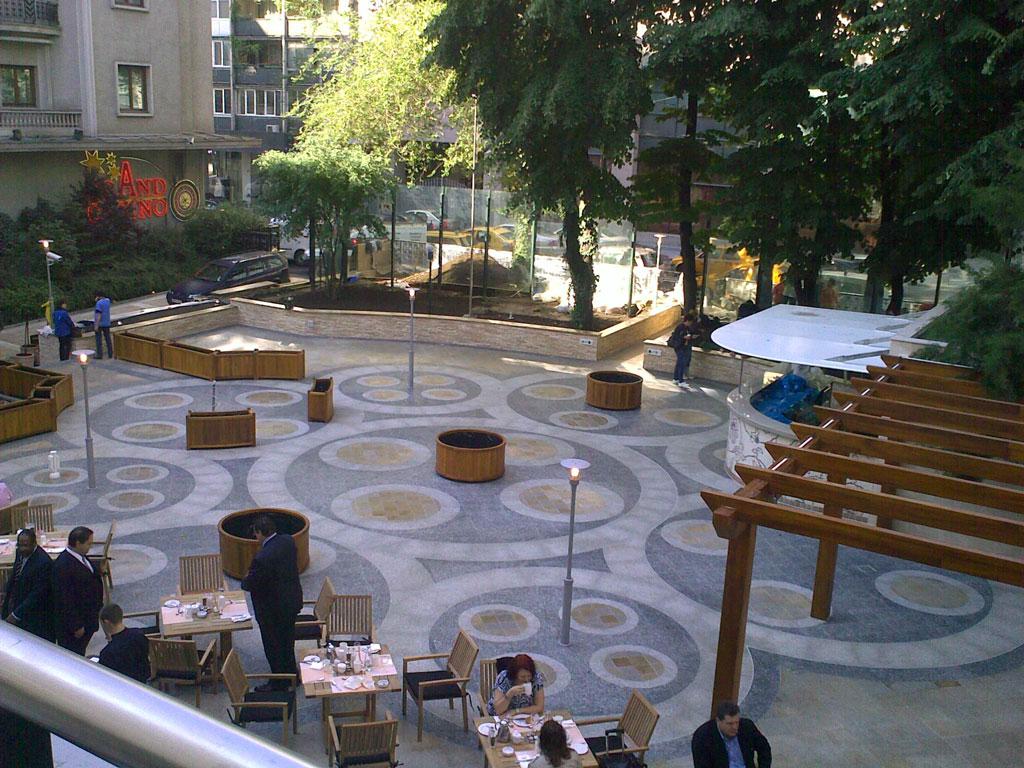 Carrelage-en-Granit-pour-la-terrasse-Hilton-2