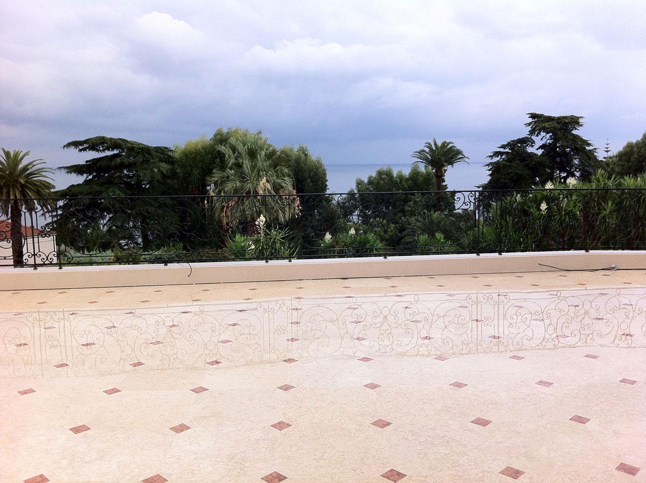 Pavimento terrazza in Marmo Perlato Svevo e Rosso Verona-1