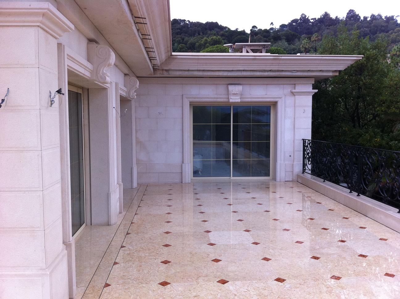 Pavimento terrazza in Marmo Perlato Svevo e Rosso Verona-3