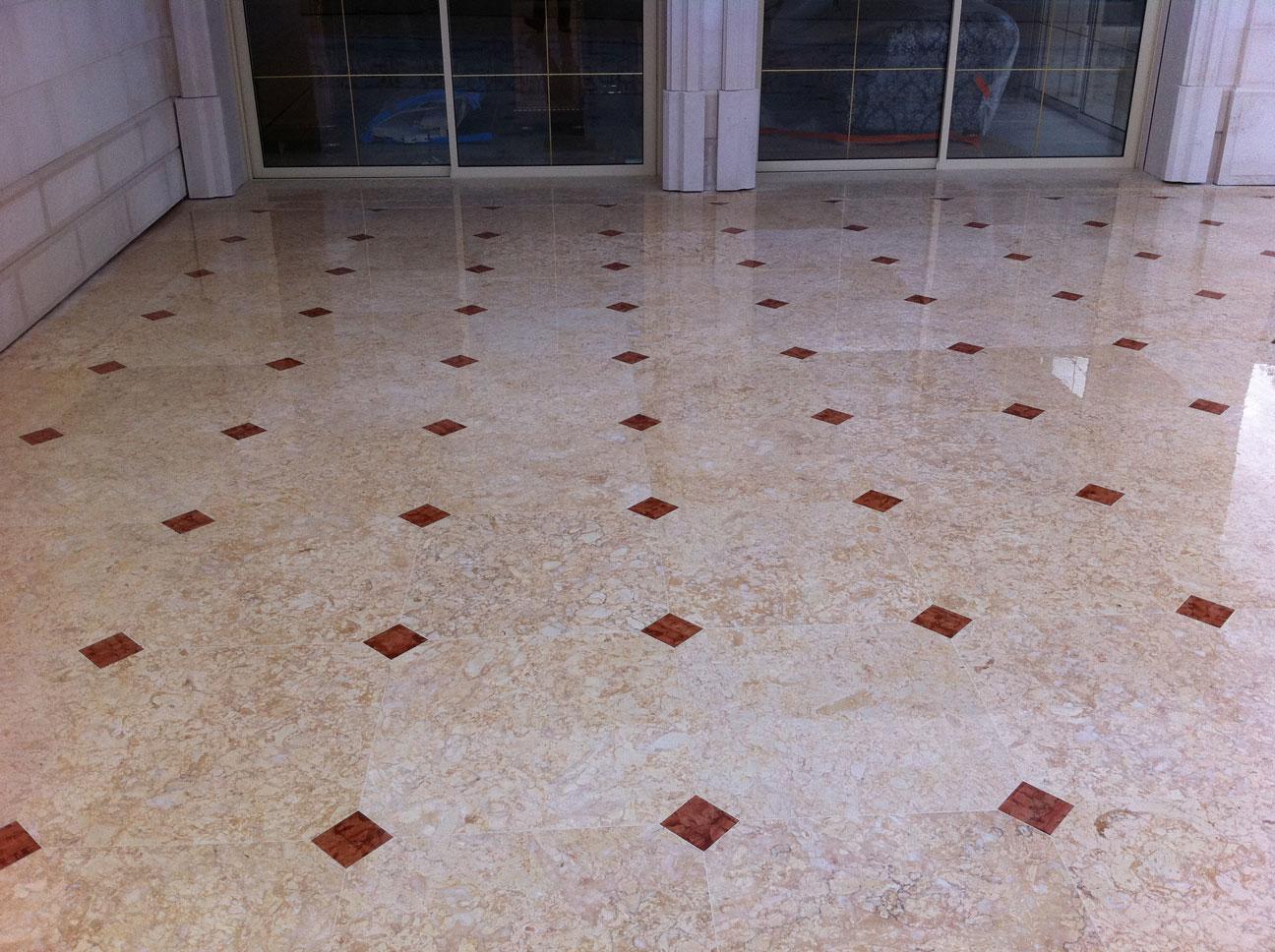 Pavimento terrazza in Marmo Perlato Svevo e Rosso Verona-4