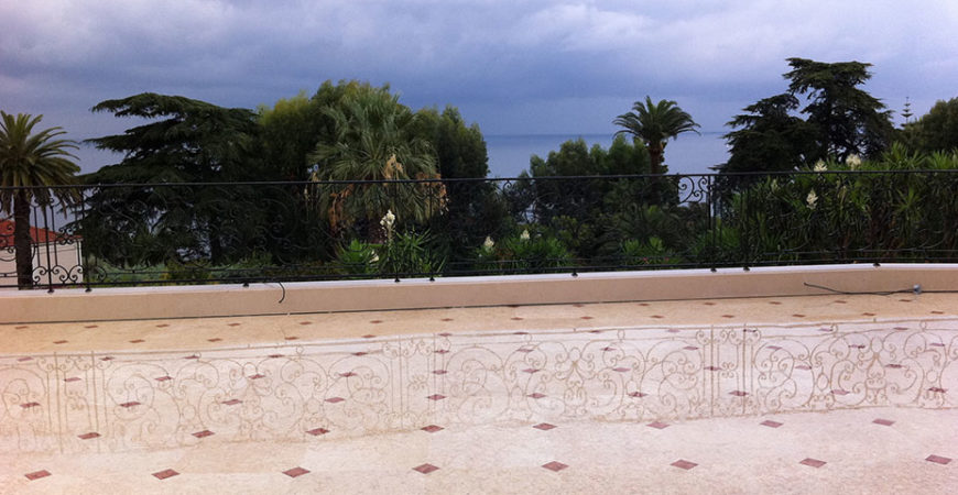 Terrasse en Marbre Perlato Svevo et Rosso Verona